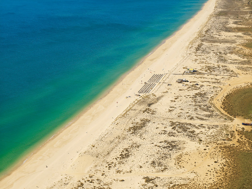 Endloser Strand an der Praia da Tavira